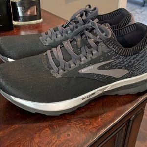 Women's Brooks Black and Ebony Ricochet Size 10